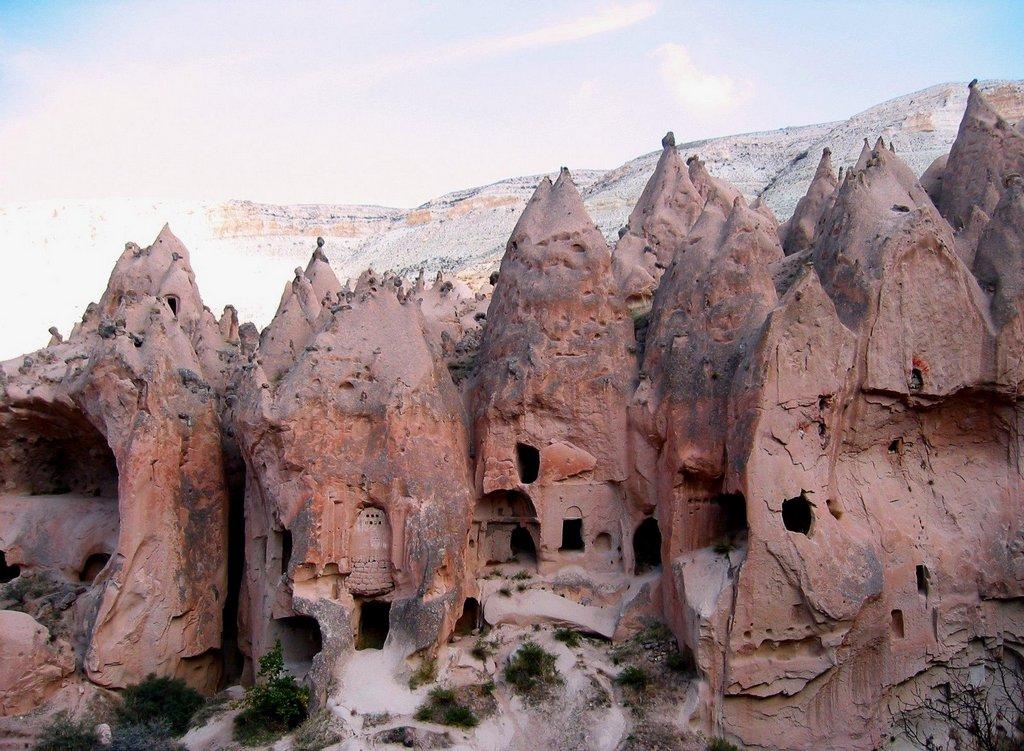 Ürgüp Cappadocia valley turkey3 Credit: Cappadocia Turkey blog.