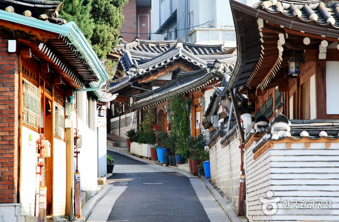 bukchon hanok seoul Image by: Seoul budget trip blog.