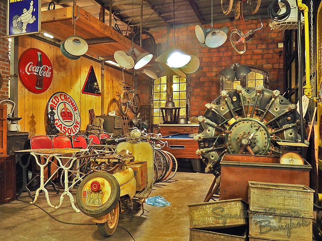Warehouse Zone, Rod Fai Market1 rod fai night market srinakarin train market train market