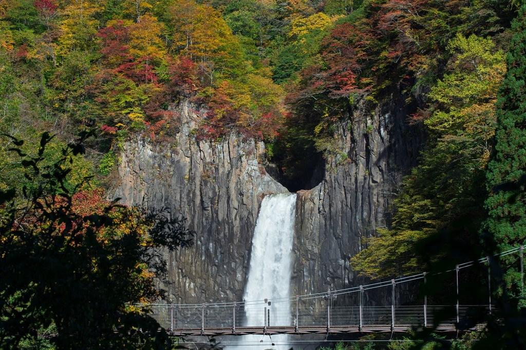 Naena Falls (Niigata)2