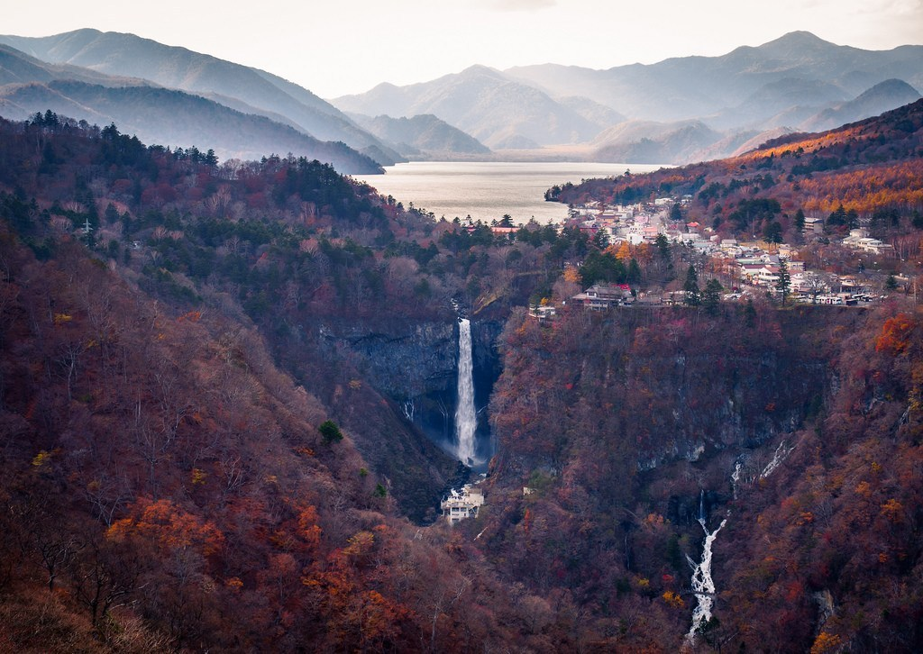 kegon_falls_autumn_foliage_nikko