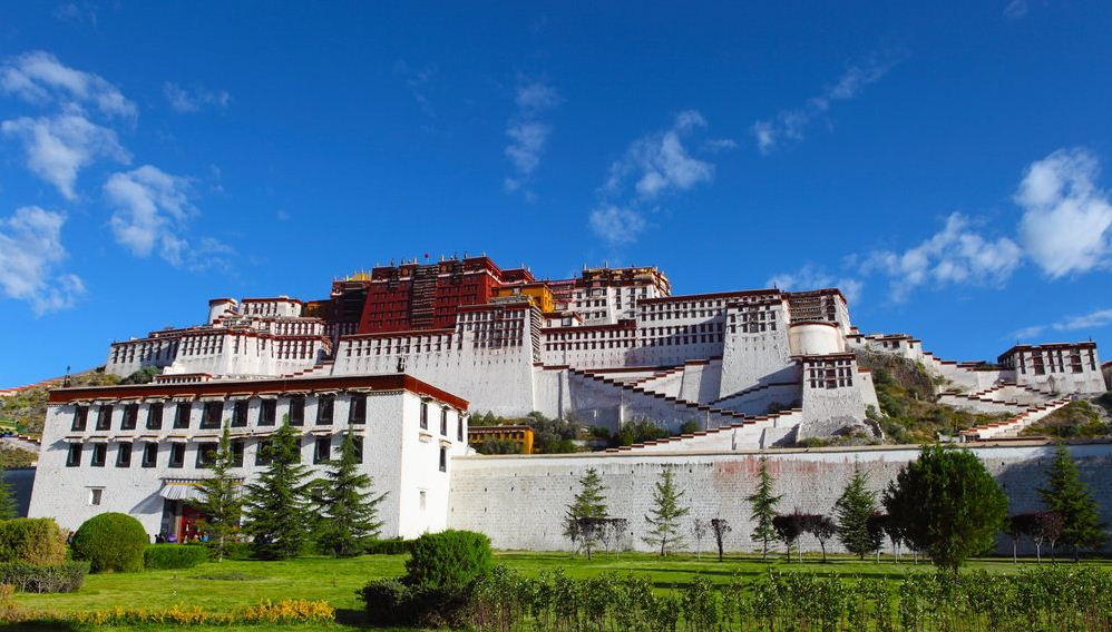 back potala palace tibet 3