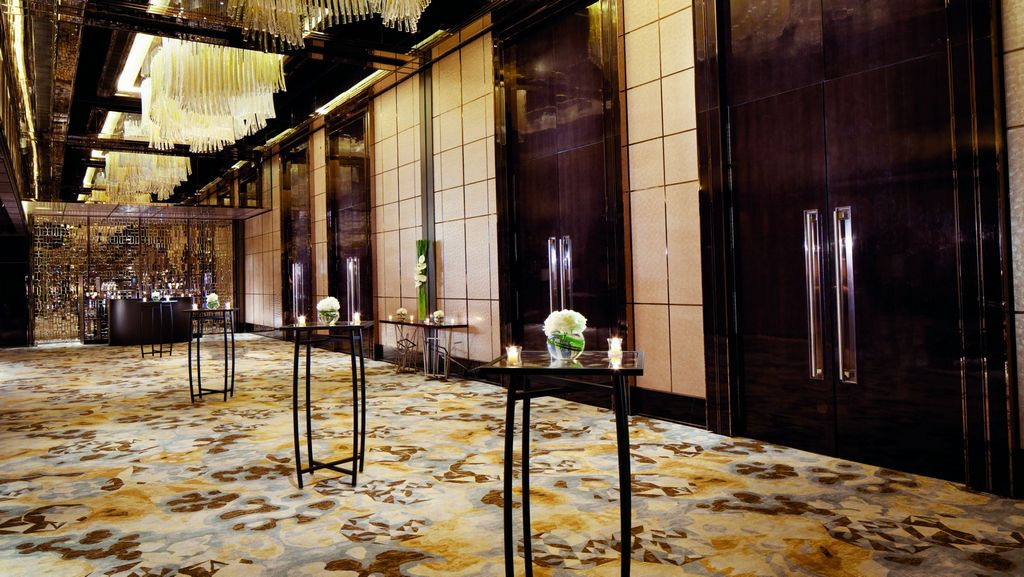 The Ritz-Carlton-most-luxury-hotels-in-hong-kong4 Credit: most expensive hotel in Hong Kong blog.