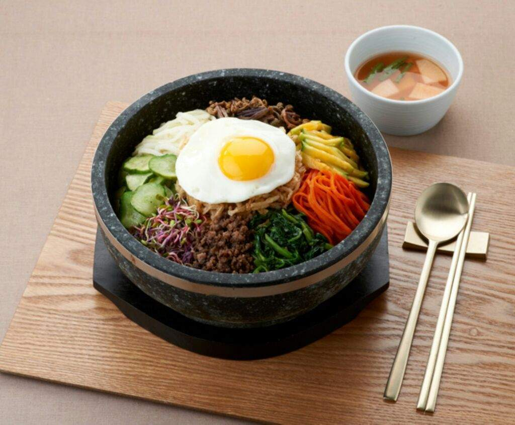 Bibimbap-korea-tips to save money in Korea Picture: korean must try food blog.