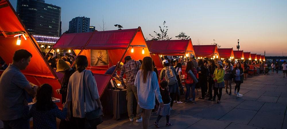 Yeouido-night-market-korea-tips to save money in Korea