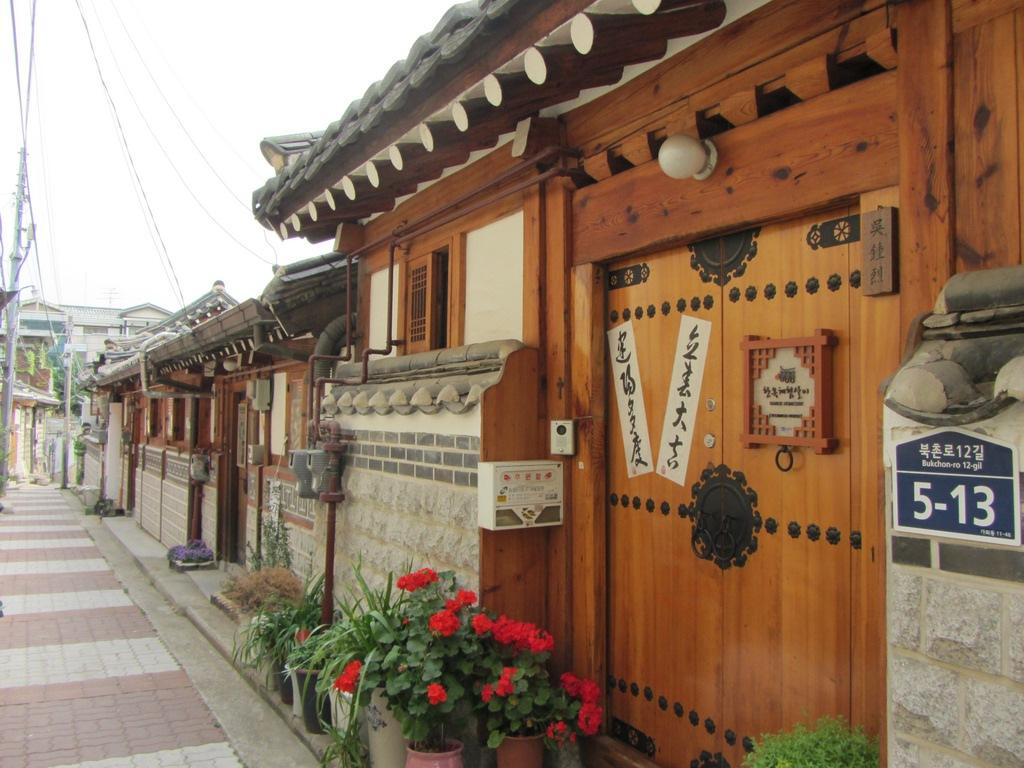 seoul on a budget seoul budget trip seoul on a budget travel homestays-korea-tips to save money in Korea