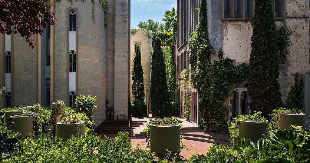 La Fabrica Ricardo Bofill residence la fabrica barcelona