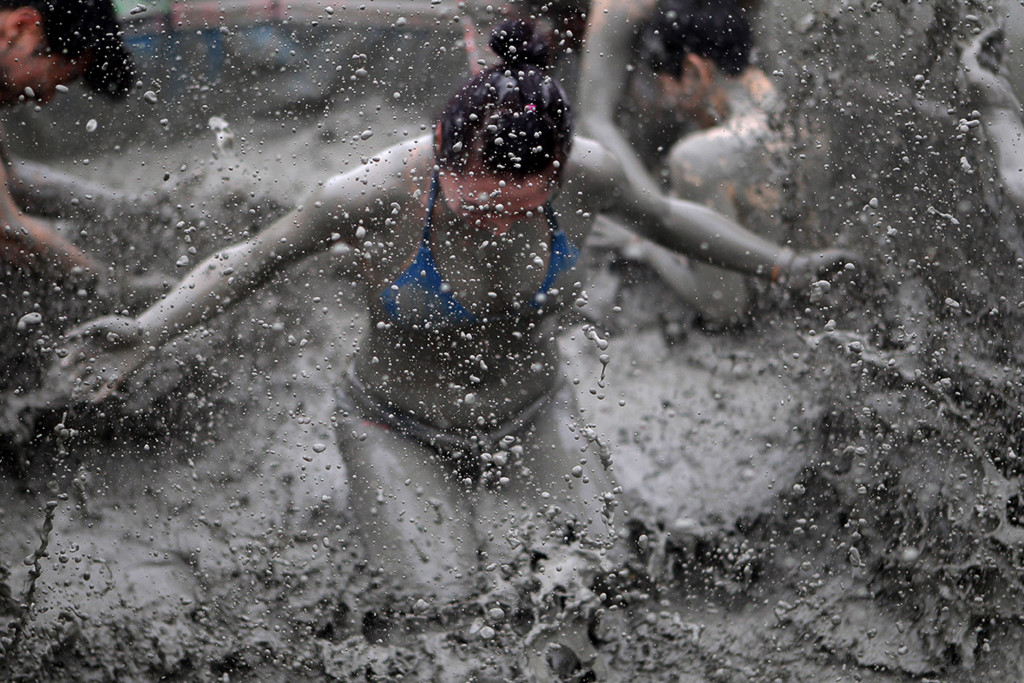 boryeong-mud-festival2 fun things to do in korea top things to do in south korea fun things to do in south korea