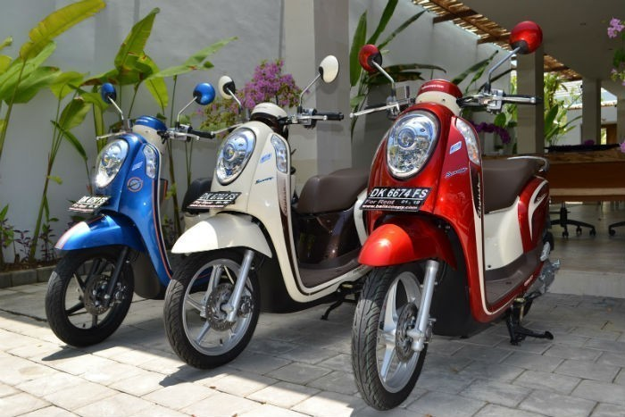 scooter-transportation-in-bali-indonesia1