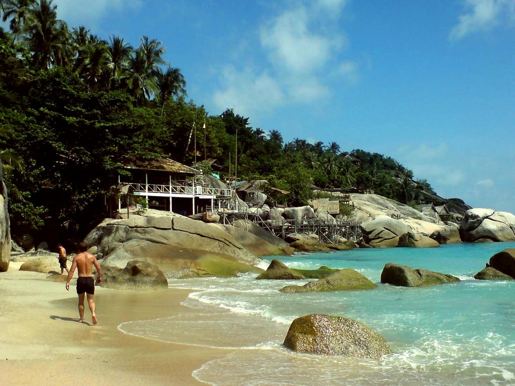 Koh-Phangan-Haad-Yuan-beach koh phangan beach (1)
