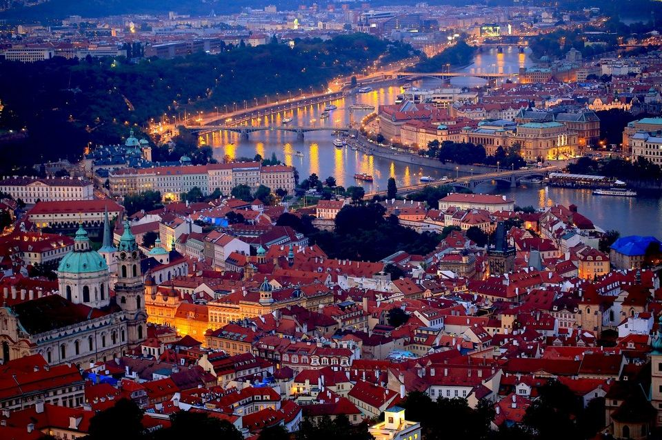 prague honeymoon destinations best cities for honeymoon (1) Photo by: best honeymoon destinations in Europe blog.
