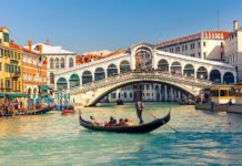 rialto bridge Gondola-near-the-Rialto-Bridge-Venice-Italy