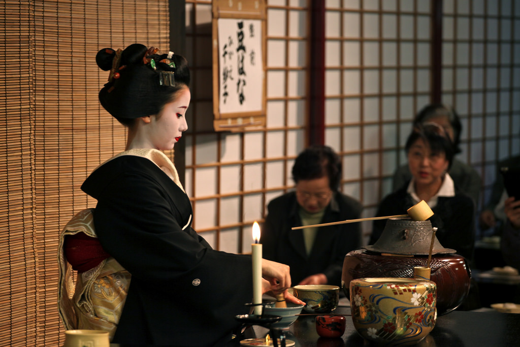 Geisha / Geiko Mamehana tea ceremony in Kyoto