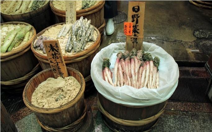 Nishiki-Market-Street-kyoto-things to do in nishiki market kyoto (14)