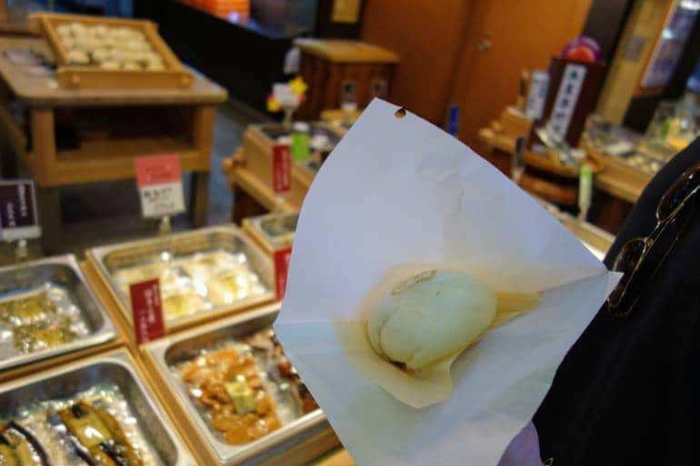 Nishiki-Market-Street-kyoto-things to do in nishiki market kyoto (27)