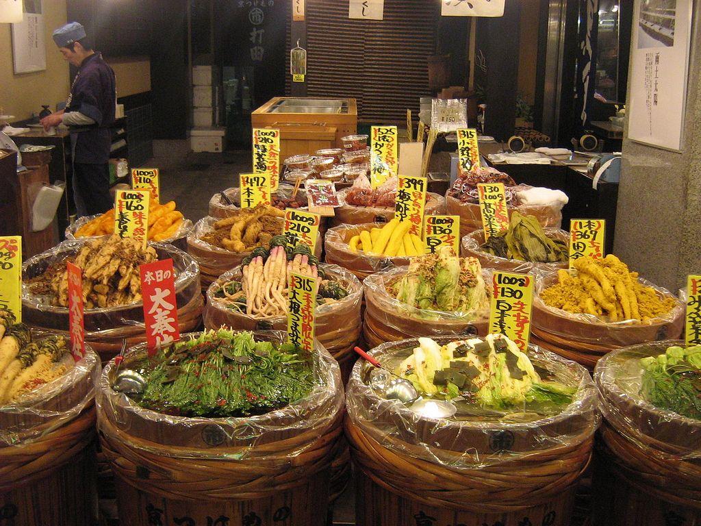 Nishiki-Market-Street-kyoto-things to do in nishiki market kyoto (3)