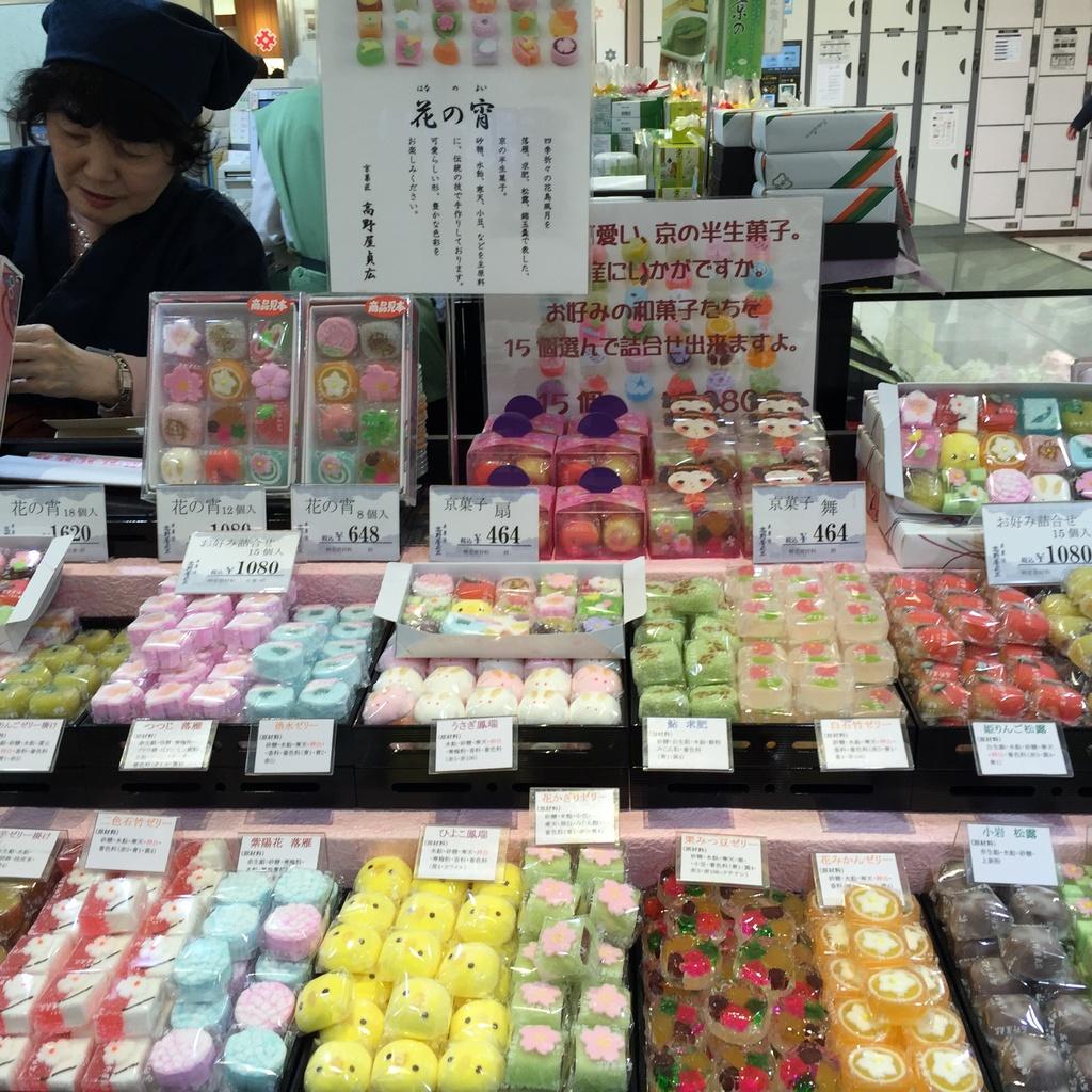Nishiki-Market-Street-kyoto-things to do in nishiki market kyoto (30)