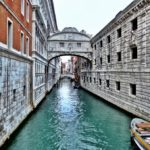 Ponte dei Sospiri Venezia — The Bridge of Sighs and the escape of the 'king of the girls' in Venice