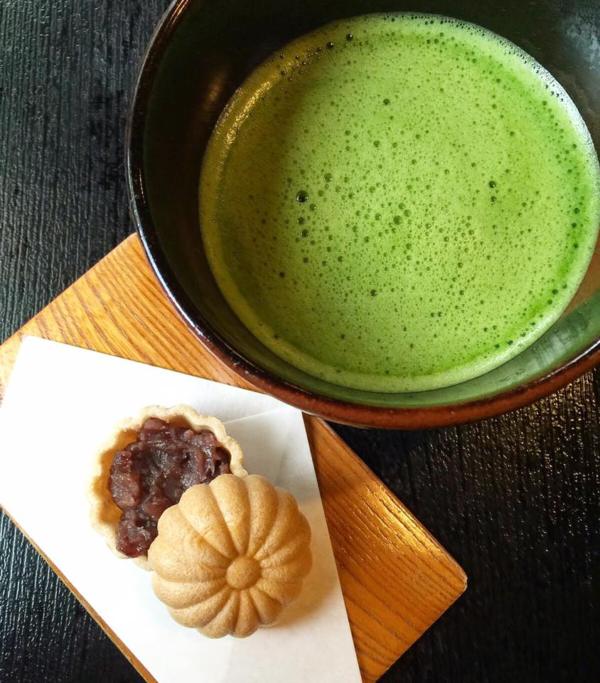 Green tea is cool with a nutritious bean curd