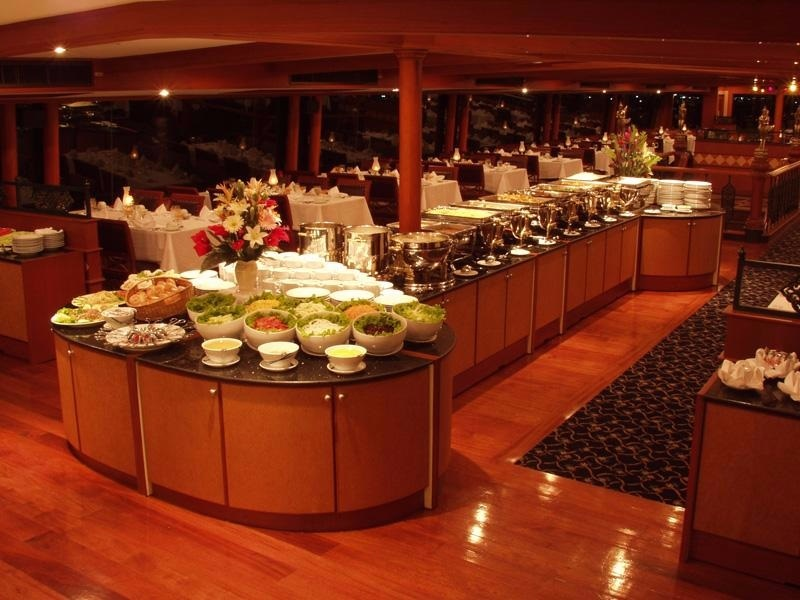 Photo by: Chao Phraya dinner cruise reviews blog.