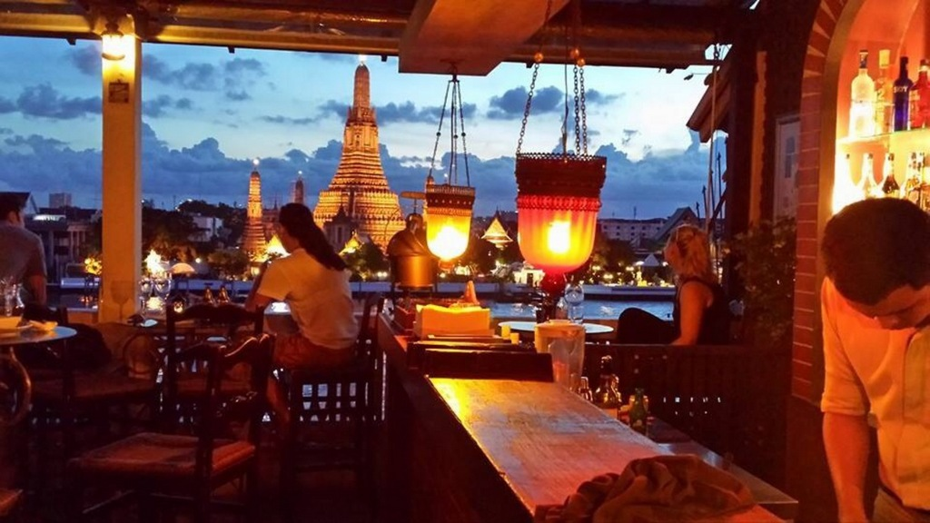 Thai-dining-experiences-Apsara-River-Cruise-Riverside-9