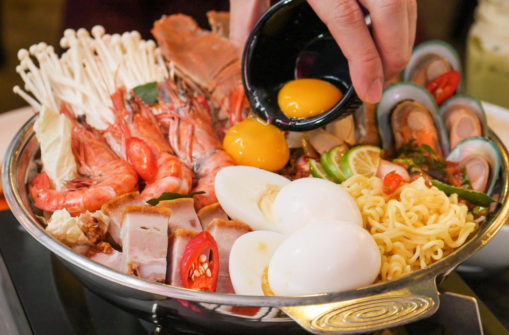 Thai-dining-experiences-hotpot-3