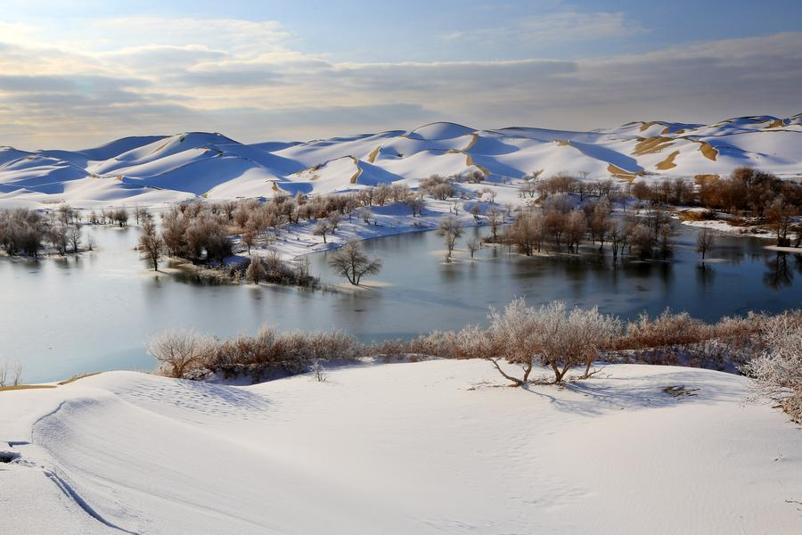 Snow scenery of Taklimakan Desert in Xinjiang