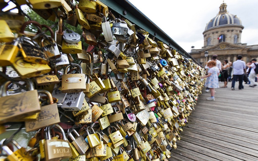 Pont des Arts4 famous bridge in paris history of bridges in paris padlock bridge paris