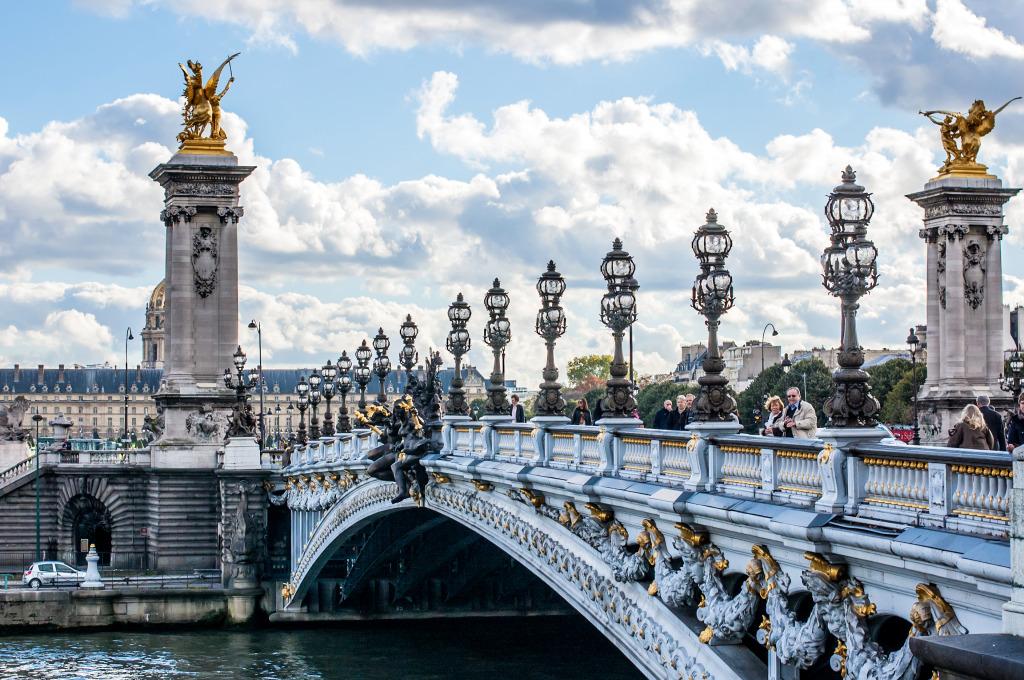 Alexandre-III-Bridge-in-Paris_1 famous bridge in paris history of bridges in paris padlock bridge paris