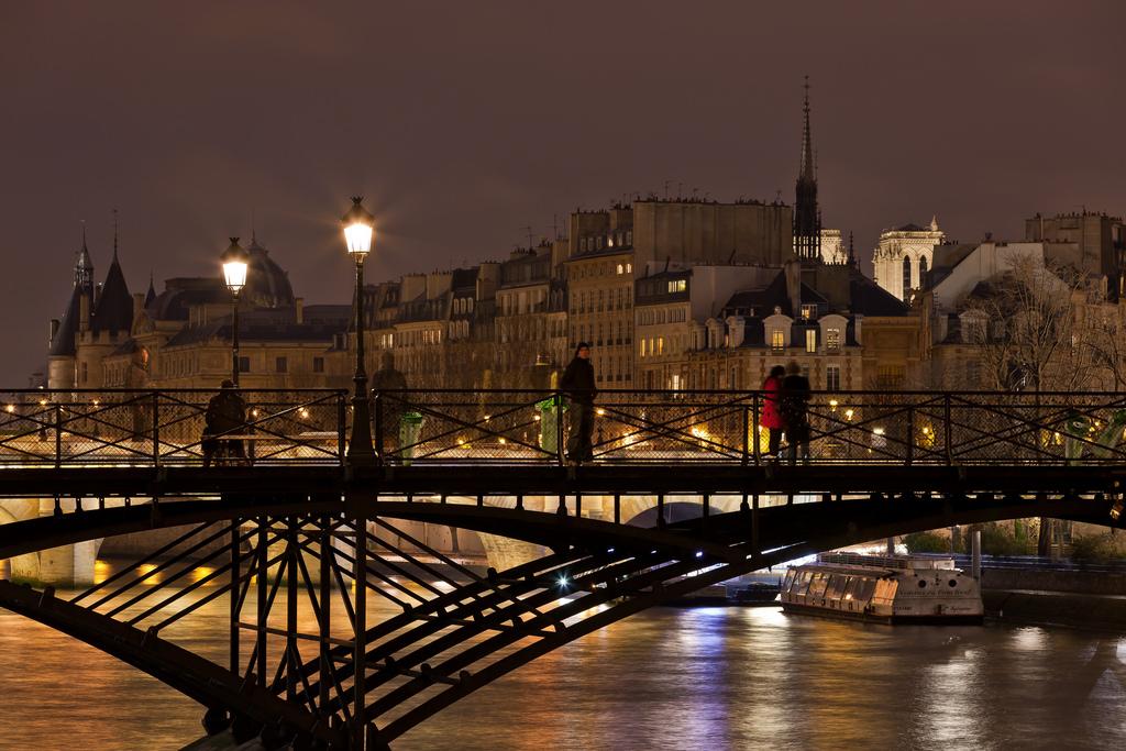 Pont des Art 8 famous bridge in paris history of bridges in paris padlock bridge paris