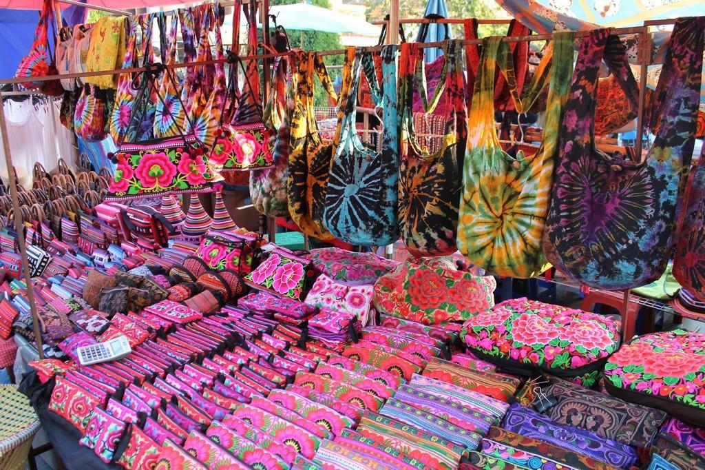 Enjoy-shopping-at-Phukets-most-famous-night-market11