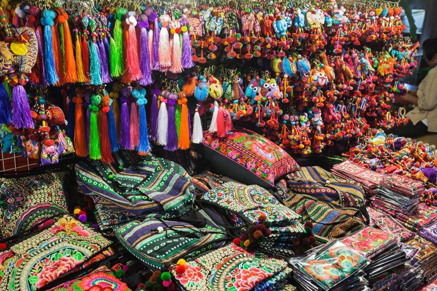 Enjoy-shopping-at-Phukets-most-famous-night-market12