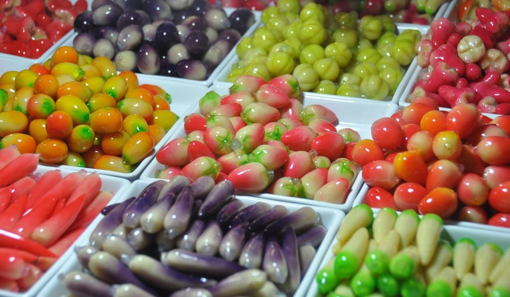 Enjoy-shopping-at-Phukets-most-famous-night-market8