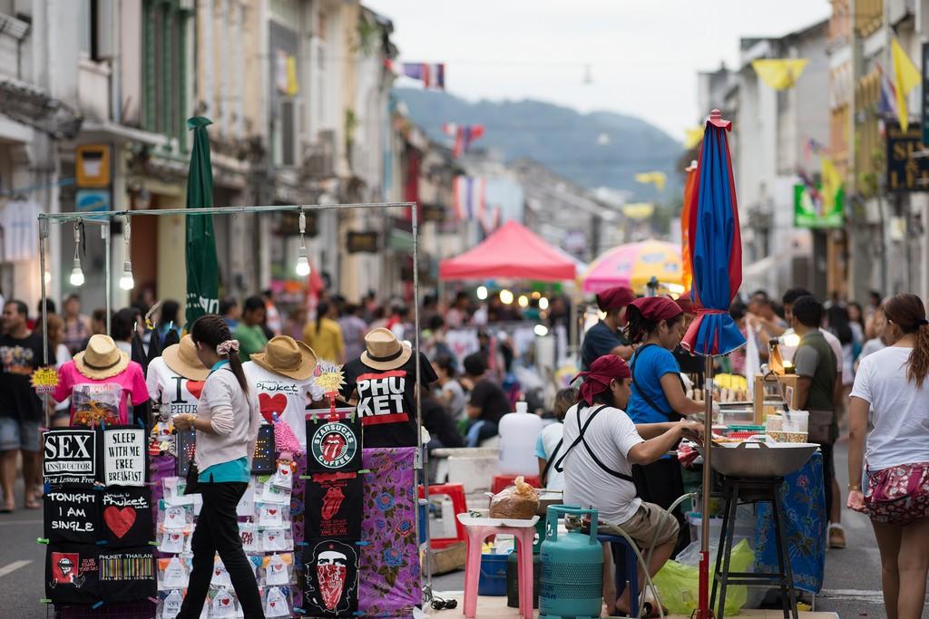 Phuket-night-weekend-market