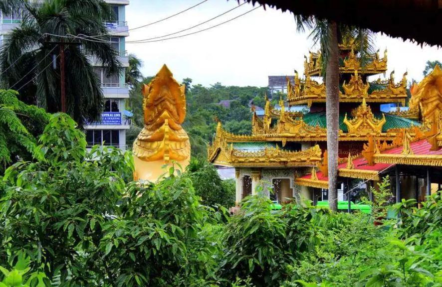 Nga Htat Gyi Temple