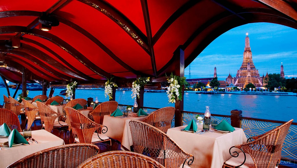 Enjoy the romantic dinner on river cruise