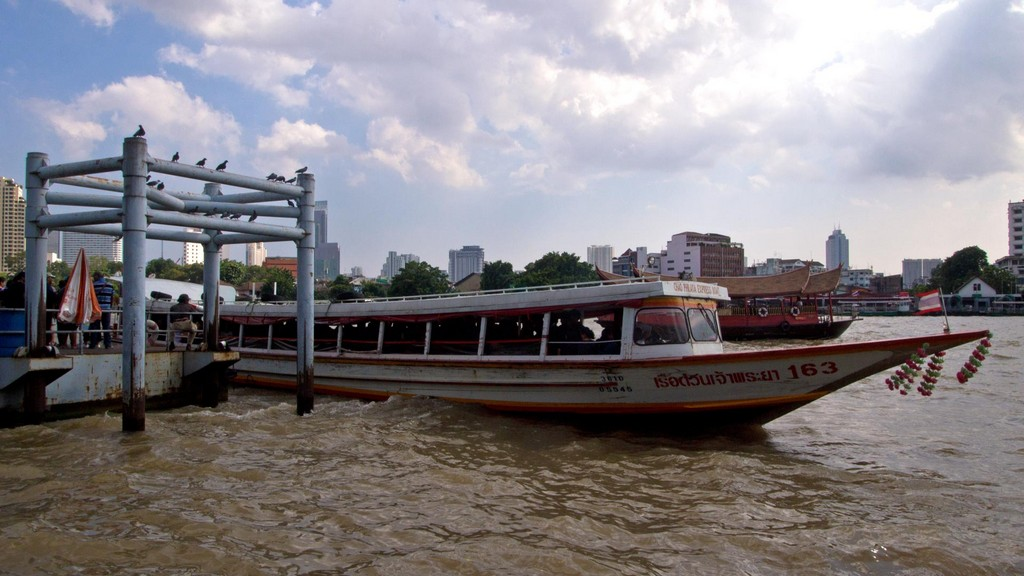 chao phraya tourist boat review getting around bangkok by boat