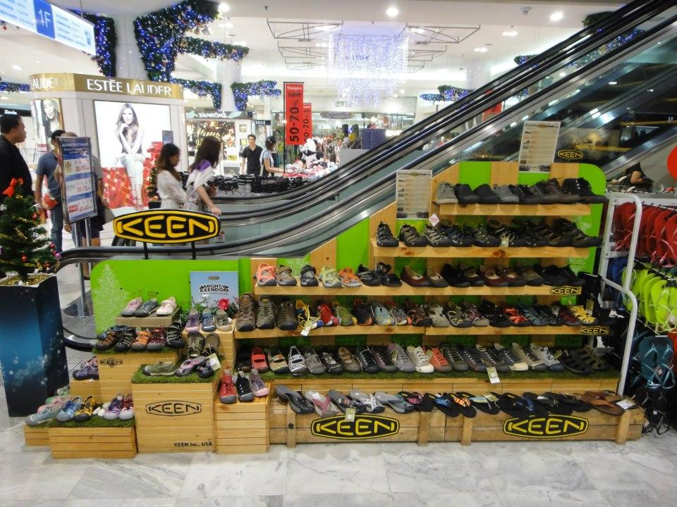 Remember to buy lightweight sandals.Image by: mega bangna bangkok blog.