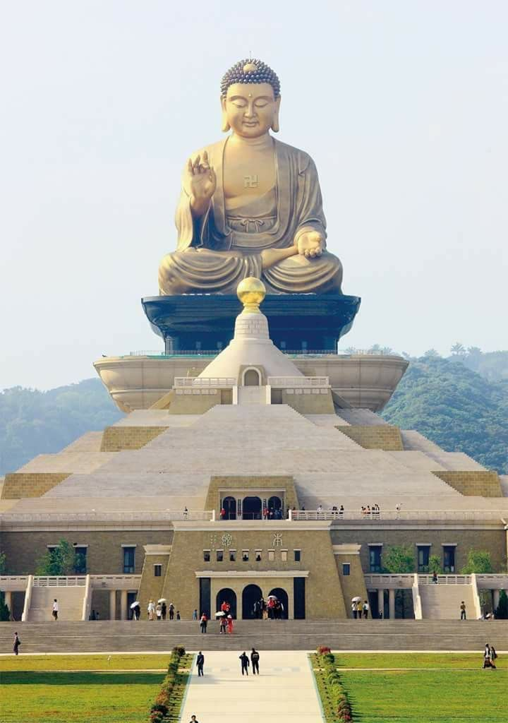 wang song-buddha-statues-buddhism Image by: 2 days in kaohsiung blog.
