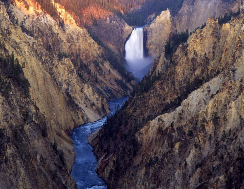 Visit Yellowstone - the first national forest in the world15