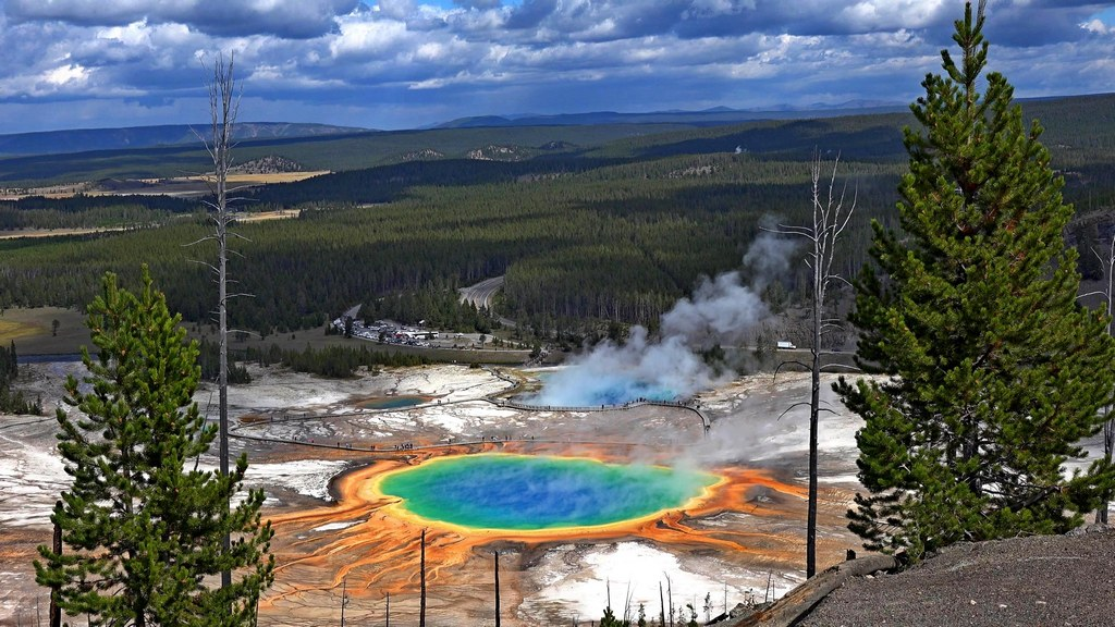 Visit Yellowstone - the first national forest in the world2