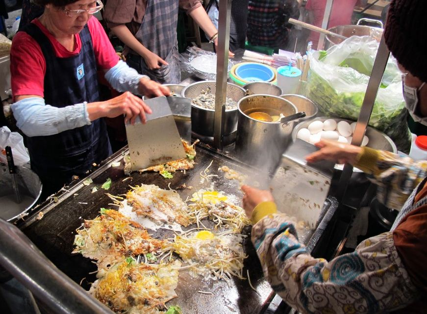 Oyster omelettes are one of Taiwan's most popular street snacks, and Tainan's Huayuan Night Market (aka Flowers Night Market, 花園夜市), ...