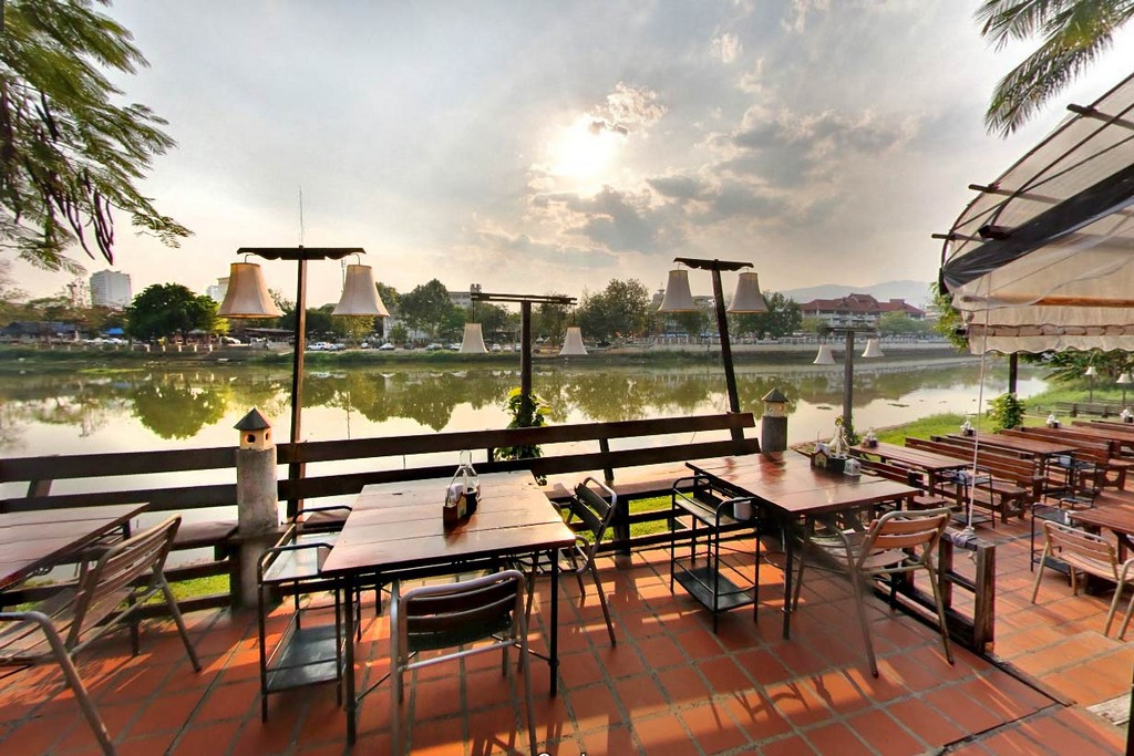 chiang mai riverside where to stay