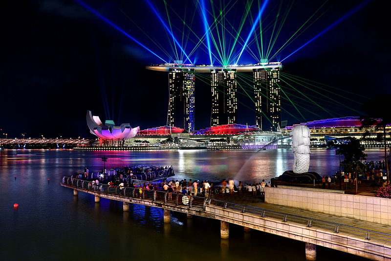 the light show on the shores of Marina Bay 4 days in singapore