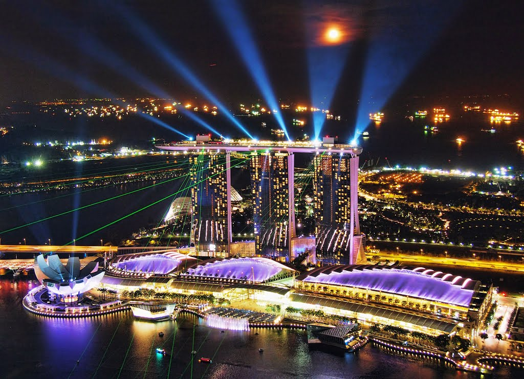 the light show on the shores of Marina Bay