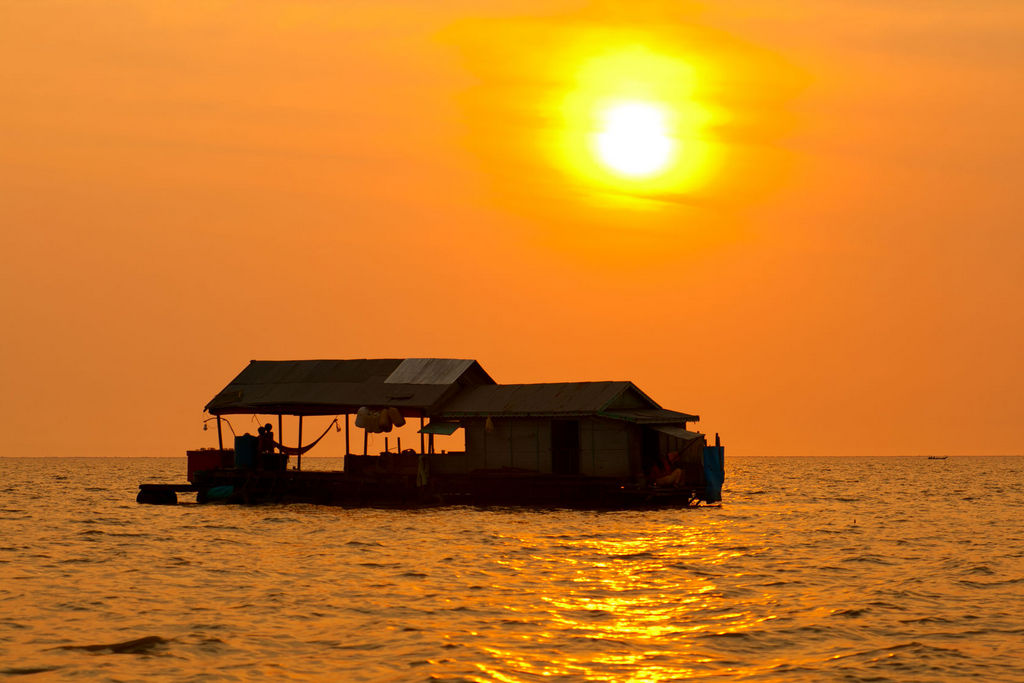 Floating-village-on-Tonle-Sap-lake-Cambodia Image by: siem reap 4 days 3 nights itinerary blog.