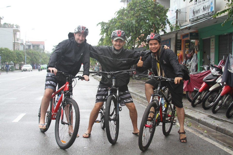 Hue Cycling Tours - A Fascinating Riding to Meet Artisans of Hue