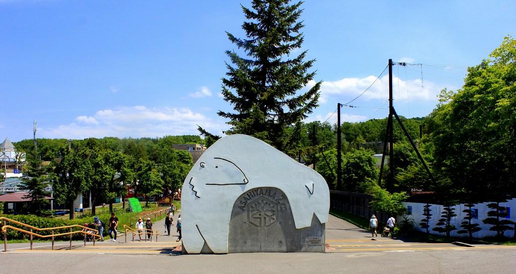 Asahiyama zoo-hokkaido-japan2 Photo by: hokkaido travel guide blog.