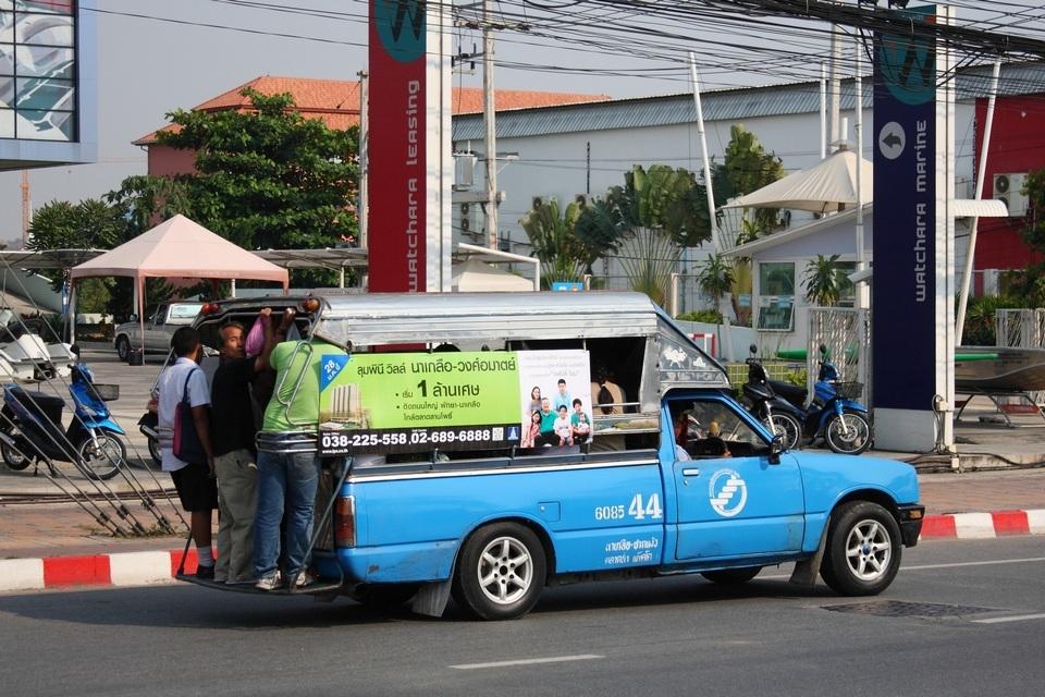Songthaew_in_Pattaya_thailand Credit image: budget for pattaya trip blog.
