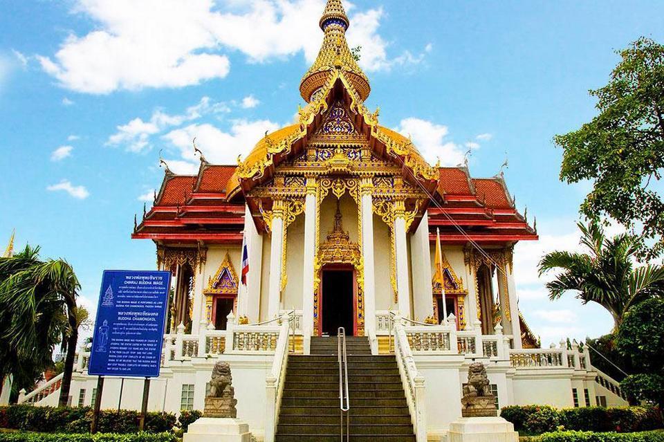 Wat Chaimongkol-pattaya-thailand Photo by: pattaya travel blog.